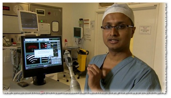 Доктор Хашим Ахмед с аппаратом HIFU